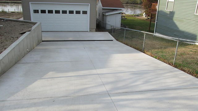 Ron wagenbach concrete photogallery for Sloped driveway options
